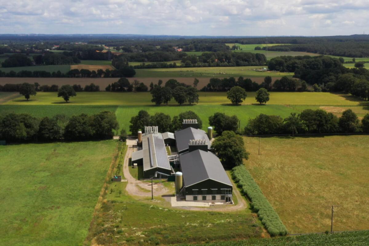 Photovoltaikanlagen auf dem Dach sorgen für die eigene Stromversorgung.